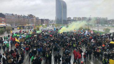 Les étudiants liégeois rassemblés devant la gare des Guillemins en faveur du climat