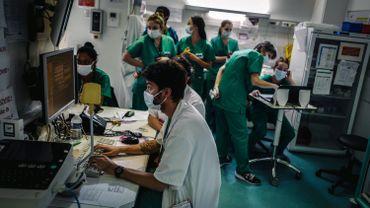 Coronavirus : les hôpitaux demandent un renforcement des mesures