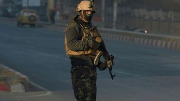 """Une attaque à la voiture piégée a secoué tôt lundi matin un quartier du centre de Kaboul, faisant """"des dizaines de blessés"""""""