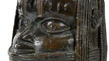 Un exemplaire des bronzes du Bénin que l'université d'Aberdeen en Ecosse a décidé de restituer au Nigeria, en disant qu'il avait été mal acquis par le pillage des soldats britanniques en 1897