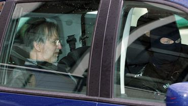 Michel Fourniret quitte le tribunal de Charleville-Mézières en 2008