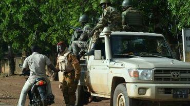 Des troupes de l'armée burkinabée près du camp militaire de Sangoule Lamizana à Ouagadougou, le 22 septembre 2015