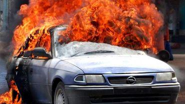 Cinq véhicules ont été incendiés durant la nuit de lundi à mardi à Engis (illustration).