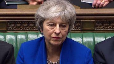 Brexit: le gouvernement de Theresa May échappe de peu à une motion de censure