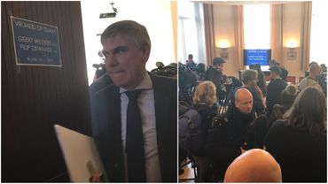 Le président du Vlaams Belang Filip Dewinter à son arrivée dans la salle de presse où il a pris la parole aux côtés du Néerlandais Geert Wilders.
