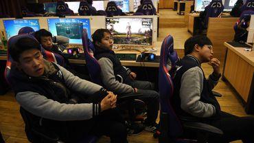 L'eSport est devenu une discipline professionnelle, avec des joueurs qui se disputent des sommes d'argent lors de tournois organisés dans des salles, voire des stades