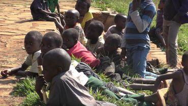 Né de viol, le destin des enfants serpents du Congo : une éternelle incertitude