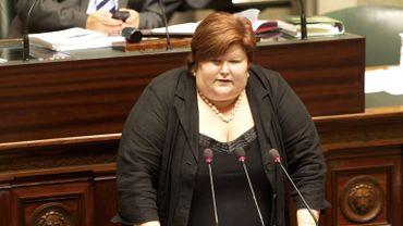 Maggie De Block (Open-VLD) est nommée Secrétaire d'Etat à l'Asile, à l'Immigration et à l'Intégration sociale.