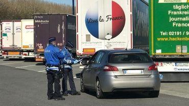 De moins en moins d'automobilistes tentent de franchir la frontière sans raison valable.
