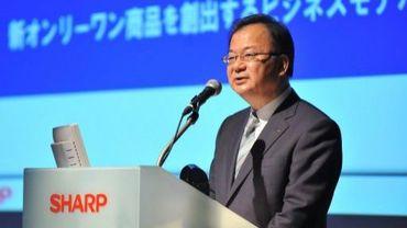 Le président du groupe Sharp lors d'une conférence de presse le 8 juin 2012 à Tokyo