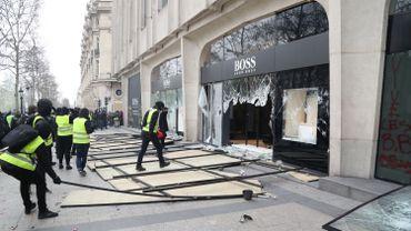 Hugo Boss, Bulgari... Plusieurs boutiques de luxes pillées et saccagées par des casseurs
