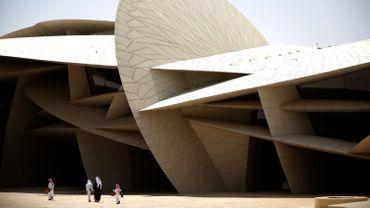 Le Louvre Abu Dhabi, inauguré en grande pompe en novembre 2017 par le président français Emmanuel Macron, est la première antenne hors de France du célèbre musée parisien.