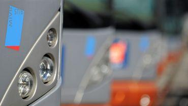 Un chauffeur de bus de la Stib a été agressé lundi à Schaerbeek par un passager qui avait été coincé par le système de fermeture des portes (illustration).