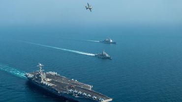 """Le porte-avion USS John C. Stennis et sonb groupe aéronaval sillonne le Golfe au large de l'Iran. L'armée américaine se dit """"totalement préparée à répondre à toute attaque""""."""