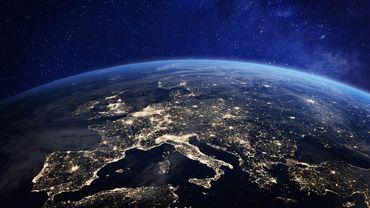 De Sydney à Dubai avant Rio ou Mexico, Earth Hour, opération désormais rituelle d'extinction des lumières, viendra rappeler l'impact de nos dépenses énergétiques sur le climat.