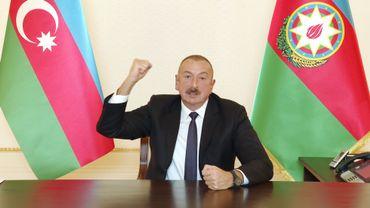 """Conflit au Haut-Karabakh: le président azerbaïdjanais veut """"venger"""" les civils tués"""