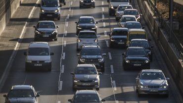 Emissions de CO2 des voitures: l'UE cherche un compromis, l'Allemagne freine