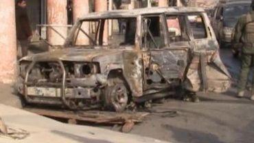 Le reste d'une voiture piégée à Bagdad