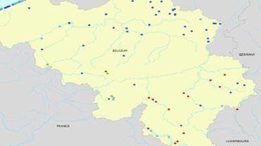 La cartographie des zones où la baignade est déconseillée (en rouge).