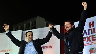 Alexis Tsipras (Syriza) et Pablo Iglesias (Podemos) lors d'un meeting pré-électorale en Grèce le 22 janvier 2015