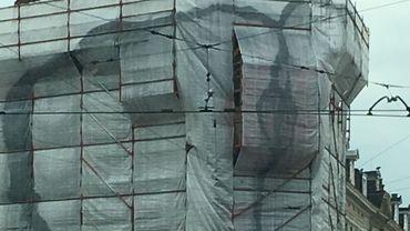 Une vulve juste en face du célèbre zizi de Saint-Gilles.