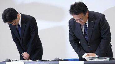 Seiji Honda (à droite) et Teiji Hirata, tous deux vice-présidents de Nissan, lors d'une conférence de presse à Yokohama, dans la banlieue de Tokyo, le 7 décembre 2018.