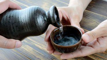Le saké est devenu une boisson tendance qu'il faut oser associer avec d'autres mets que les traditionnels sushis et sashimis.