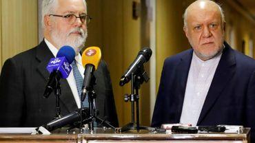 Le ministre iranien du Pétrole, Bijan Namdar Zanganeh (D), en compagnie du commissaire européen à l'Energie, Miguel Arias Canete, le 19 mai 2018 à Téhéran