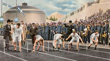 Une oeuvre rappelant le départ du 100 mètres, aux Jeux Olympiques d'Athènes, en 1896