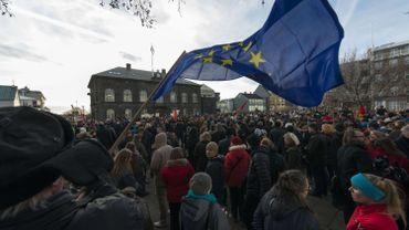 Grosse manifestation en Islande contre le retrait de la candidature à l'UE