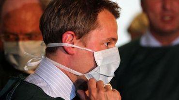 Daniel Bahr lors de sa visite à l'hôpital de Hambourg, le 5 juin 2011