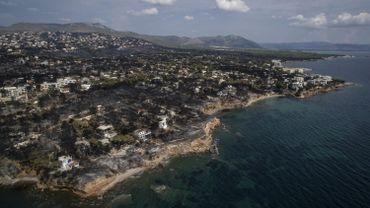Incendies en Grèce: 82 morts et un difficile processus d'identification