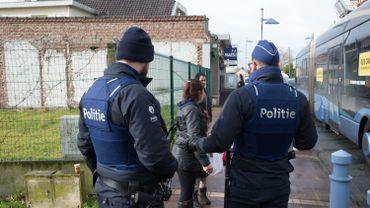 Des contrôles policiers à Adinkerke (La Panne) ce mercredi 24 février 2016.