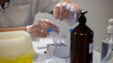 Variant britannique: un échantillon de test positif dans une maison de repos namuroise avec 50 malades du Covid