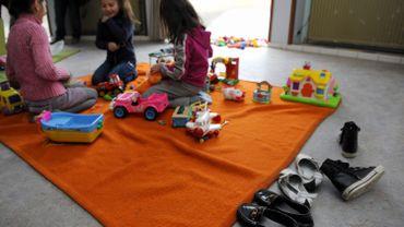 Des enfants dans un centre d'accueil pour demandeurs d'asile