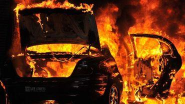 Cinq feux de voitures ont été recensés par les pompiers de la zone de secours Hainaut-Est, durant la nuit de dimanche à lundi, dans la région de Charleroi (illustration).