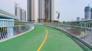 Les Chinois peuvent profiter de pistes cyclables surélevées dans certaines grandes villes, comme ici à Xiamen.