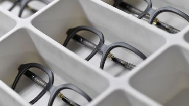 Des lunettes en bois précieux ou en corne de buffle entièrement faites à la main au Luxembourg.