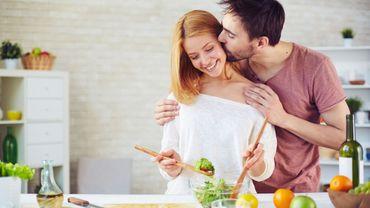 la cuisine fait perdurer l 39 amour le m nage cr e les disputes. Black Bedroom Furniture Sets. Home Design Ideas