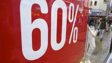 Les soldes: une bonne affaire pour les clients, moins souvent pour les magasins.
