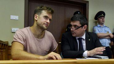 L'activiste Piotr Verzilov (g), membre des Pussy Riot, à son procès en appel dans un tribunal de Moscou, le 23 juillet 2018