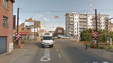 L'accident de lundi a eu lieu sur le passage à niveau que traverse la chaussée de Bruxelles.