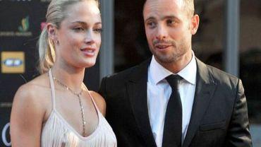 Oscar Pistorius sort du tribunal le 15 février 2013