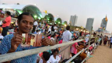 Le pape demande aux religions du Sri Lanka de ne pas céder à la violence