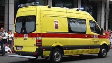 La conductrice du véhicule a été légèrement touchée et transportée à l'hôpital (photo d'illustration)