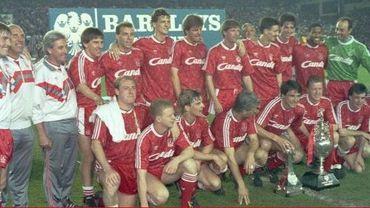 """Trente ans après son dernier titre, Liverpool goûte donc à nouveau au """"We Are the Champions"""". Les Reds sont champions d'Angleterre pour la 19ème fois et après une longue, très longue période de patience. Depuis le dernier titre durant la saison 1989/1990, les choses ont changé. On se lance donc dans ce petit exercice de style, décalé et insolite. Tout commence par cette phrase : La dernière fois que Liverpool était champion..."""