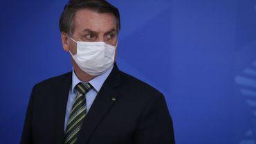 """Coronavirus au Brésil: Bolsonaro avertit d'un risque de """"chaos"""" et de """"pillages"""""""
