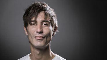 """Le jeune romancier David Lopez, 32 ans, a reçu lundi le prix du Livre Inter pour """"Fief"""" (Seuil), un premier roman décapant, à la fois tendre et rageur, écrit dans une langue explosive."""