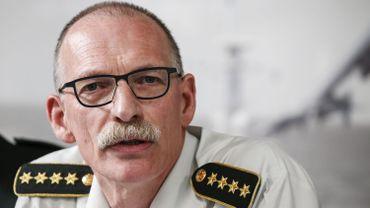 Formation et pensions: le patron de l'armée tire la sonnette d'alarme