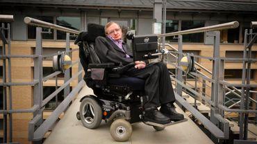 Astrophysicien de génie, icône de la pop culture … Qui était Stephen Hawking?